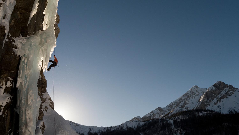 Die Extremsportart setzt Klettererfahrung und Eiskenntnis voraus