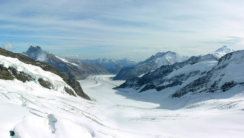 Artikel_News_Wandern-am-Aletschgletscher-im-Winter_02