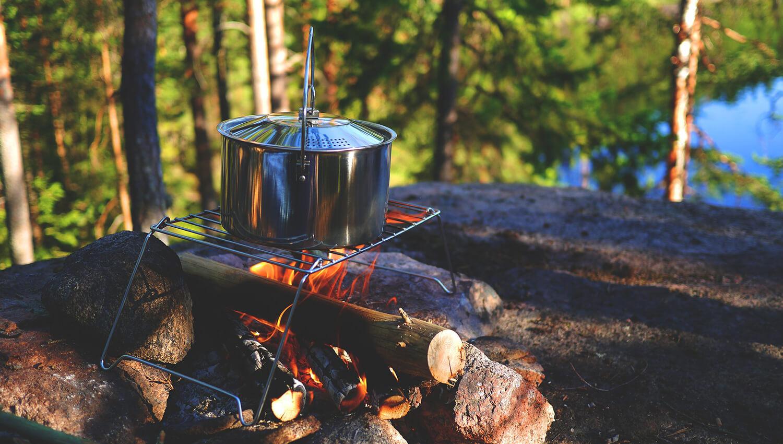 Auch die tägliche Ernährung bietet während des Campings abenteuerliche Aspekte