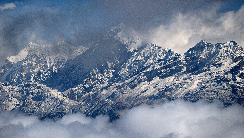 Der dritthöchste Berg der Erde, der 8.586 m hohe Kangchendzönga in Indien