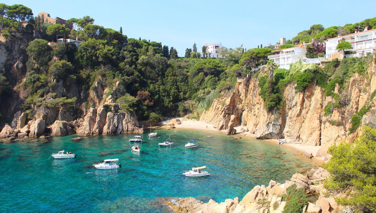 Mallorcas Küste wird von kleinen, versteckten Buchten gesäumt