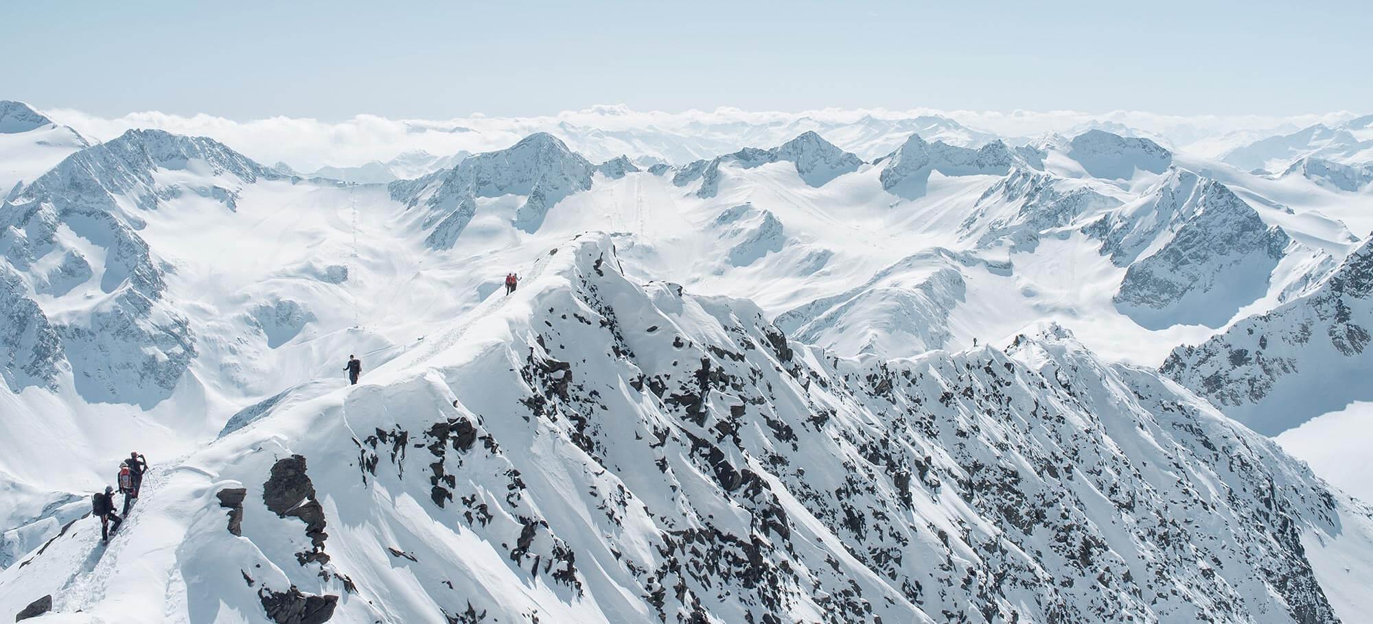 Stubaier Alpen im Winter mit Neustift im Stubaital und Ruderhofer Spitze