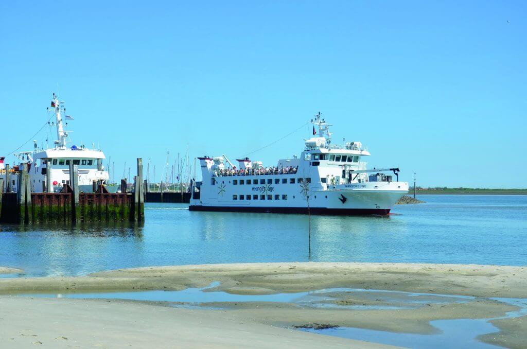 Schiffe an der Küste zu Wangerooge