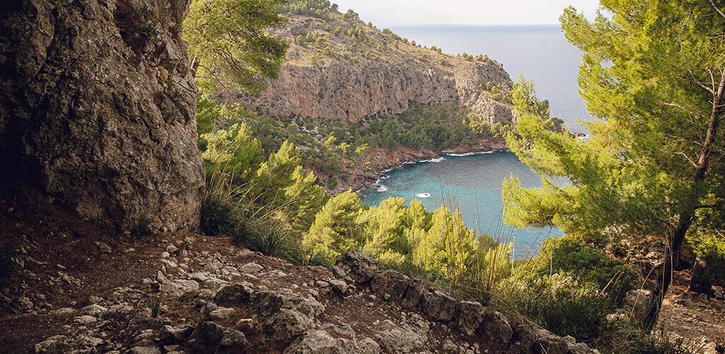Schmugglerpfad Mallorca: Höhle mit Ausblick