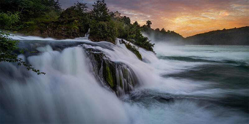 Rheinfall in der Nähe des Bodensees bei Sonnenuntergang
